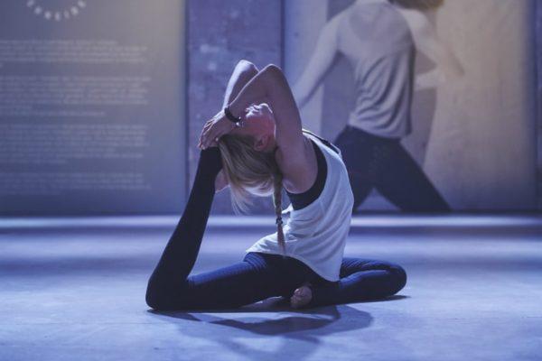 Laure Manaudou Laure Behar Sandrine Bridoux, la juriste devenue star du Strala yoga