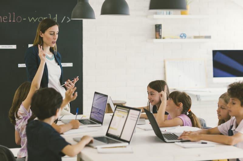 Comment attirer plus de femmes dans la tech ?