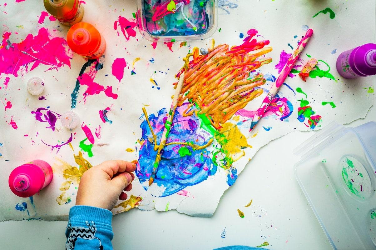 DIY enfants peinture mélange couleur