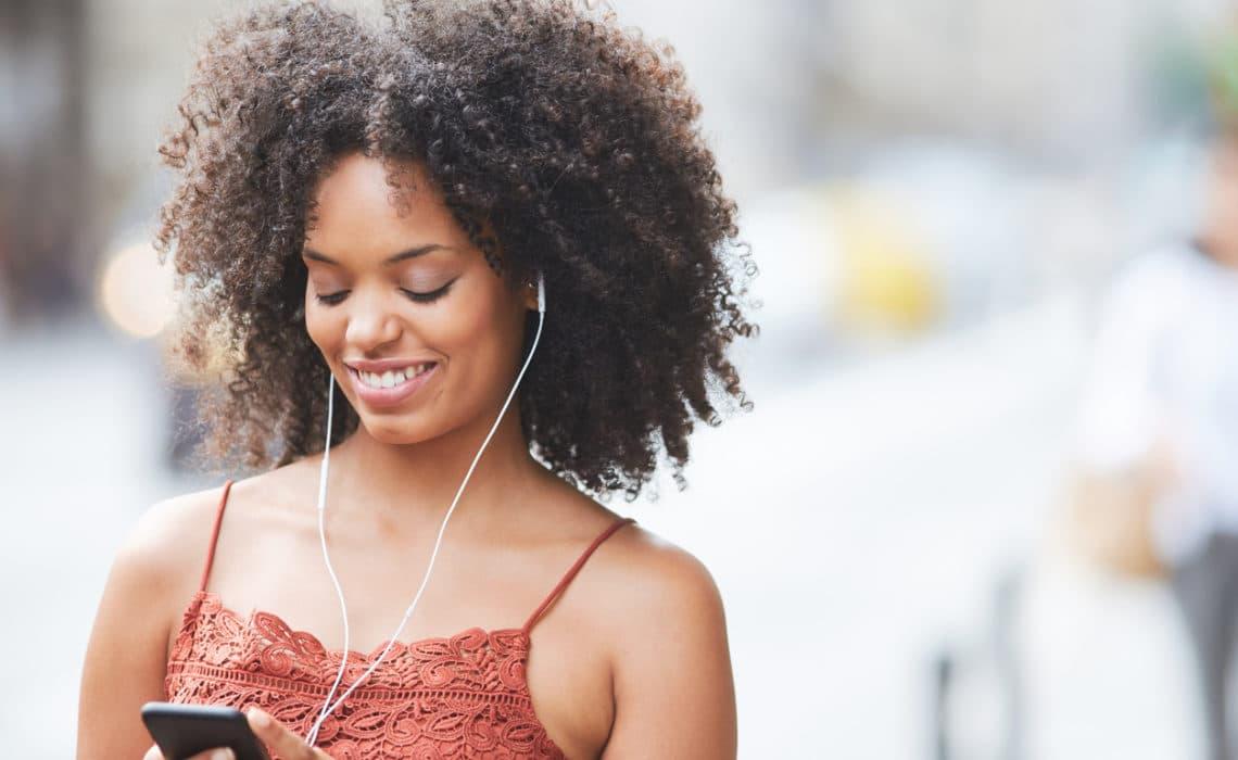 5 podcasts à écouter cet été