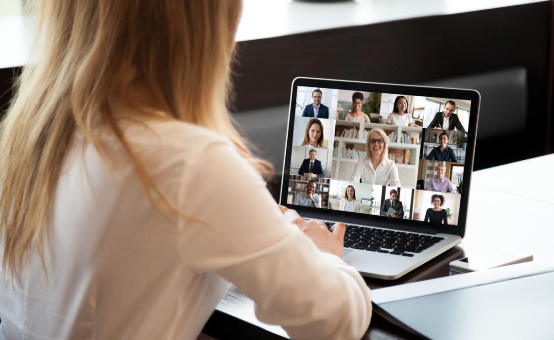 Comment gérer une équipe à la fois au bureau et en télétravail ?