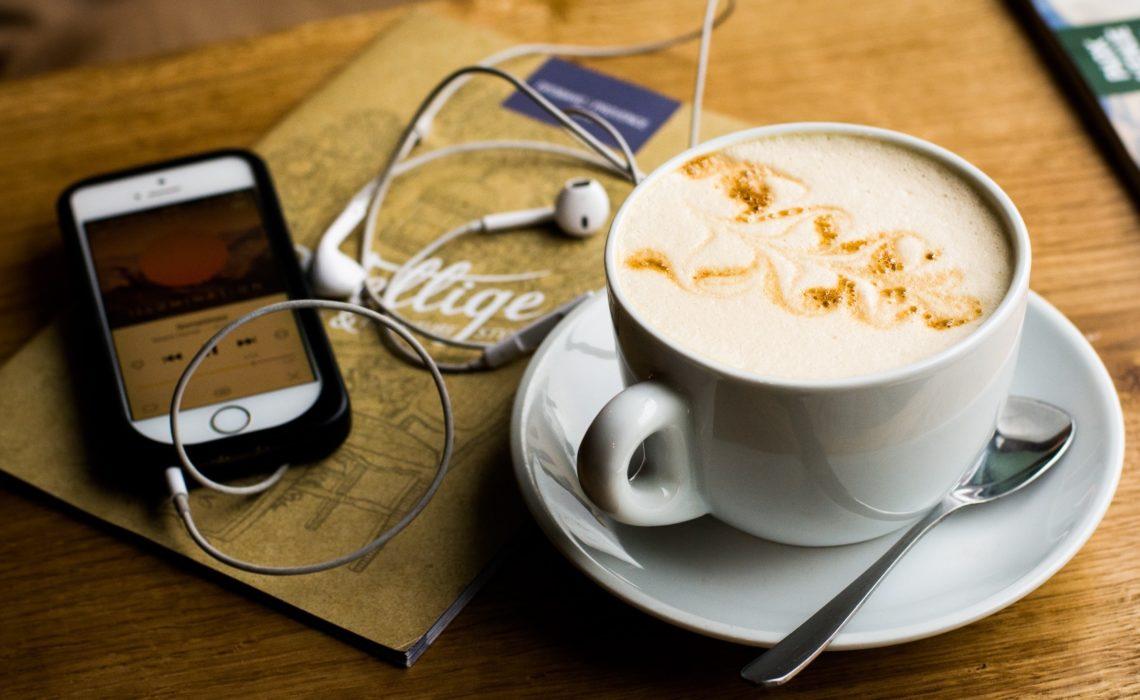 Podcasts qui font du bien à la planète : les préférés de la rédac'