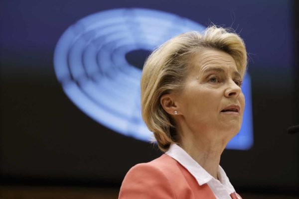 """La présidente de la Commission européenne, Ursula von der Leyen s'exprime sur le """"sofagate"""""""