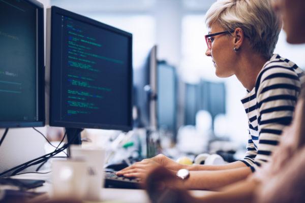 42, la formation informatique qui encourage les femmes à coder !